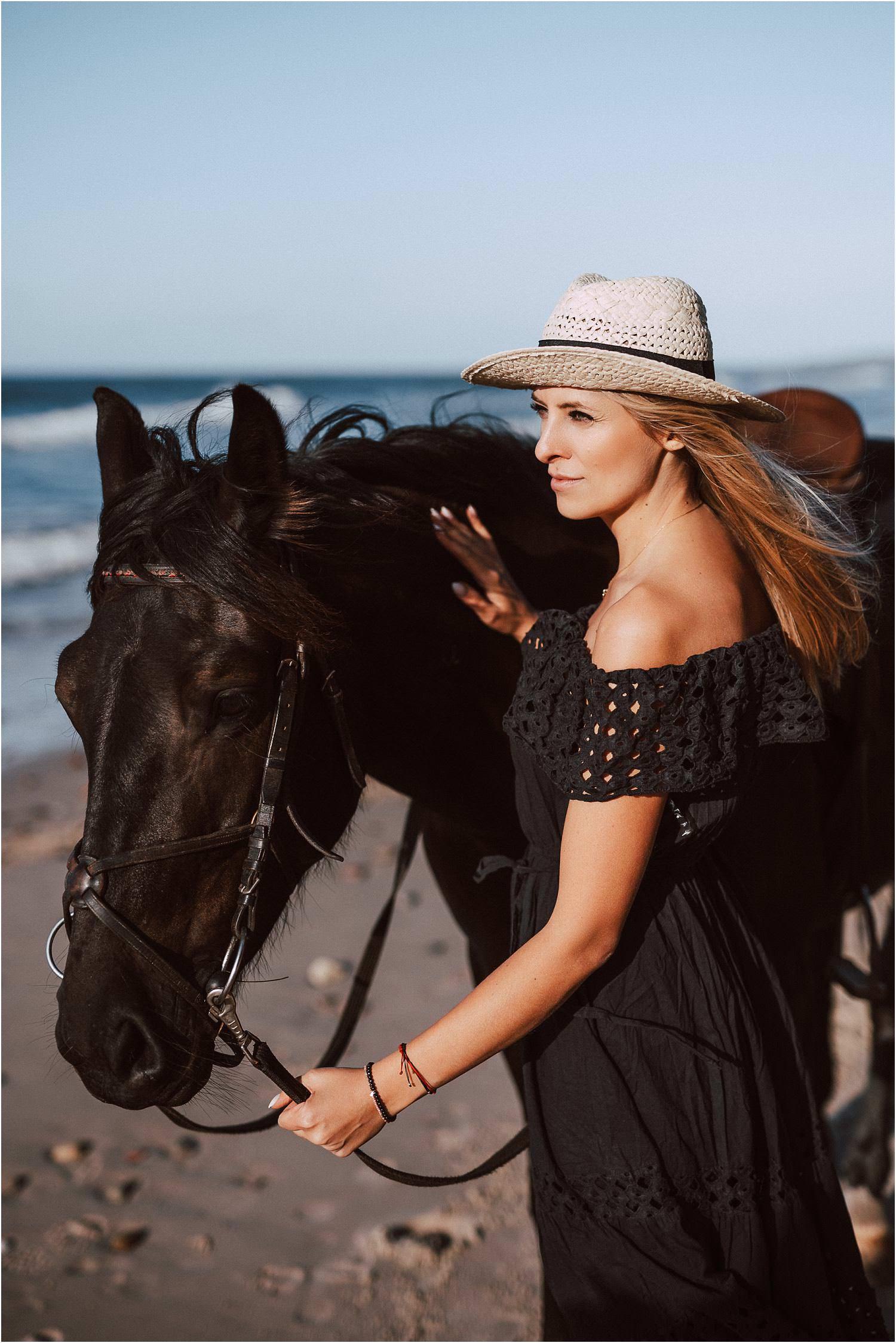 sesja zdjęciowa z koniem nad morzem
